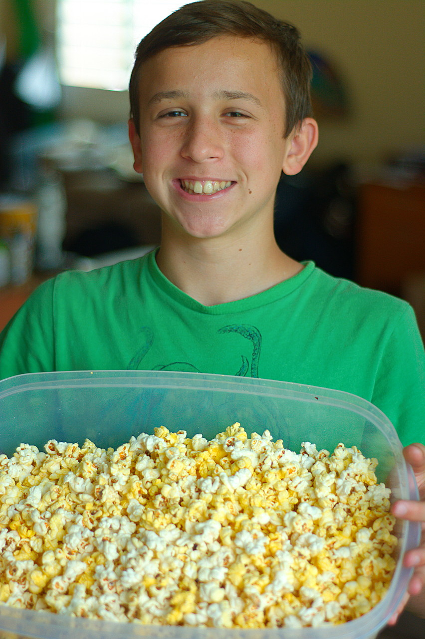 Jaimito has become my popcorn surrogate. Today's batch was the best I ever had. The student has exceeded the master.